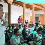 Deben formarse profesionistas que no se alejen de sus comunidades, sino que regresen a sus lugares de origen, señaló Rojas Hernández