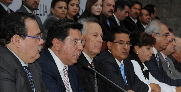 El mandatario estatal, así como representantes de las fuerzas políticas, sociales y empresariales, signaron el Acuerdo por Michoacán