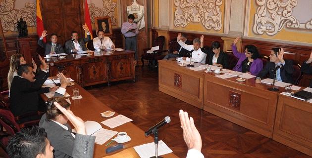 Entre muchos otros temas, los ediles debieron acatar una sentencia del Tribunal de Justicia Administrativa y autorizar el uso de la vía pública para alojar tuberías de gas natural