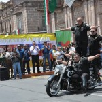 Familias enteras disfrutaron de las acrobacias que ofreció el Escuadrón de Motociclistas Confederados frente a la majestuosa Catedral Metropolitana de Morelia