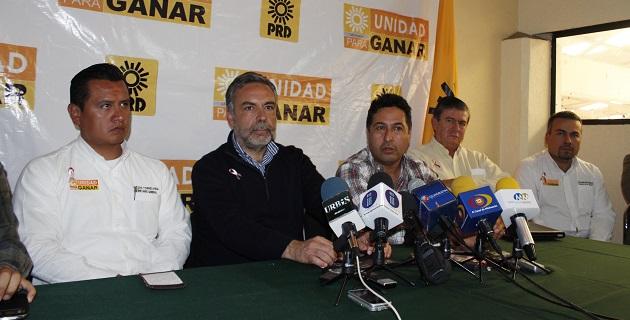 La dirigencia estatal perredista recibió la visita del dirigente nacional de El Barzón, Alfonso Ramírez Cuellar