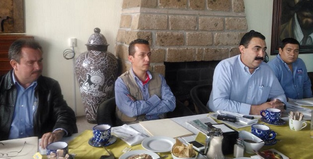 Además del diputado Naranjo Blanco, en la rueda de prensa estuvieron los alcaldes José Antonio Salas, Salvador Torres y Alberto Contreras, de los Reyes, Tancítaro y Cotija, respectivamente