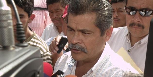 Destacan también los casos de cuatro profesores, uno de Guerrero y tres de Oaxaca, ligados al grupo guerrillero Ejército Popular Revolucionario (EPR) y otro de Michoacán, vinculado a un cártel del narcotráfico