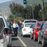 Los presuntos estudiantes se retiraron alrededor de las 15:30 horas, luego de perjudicar a decenas de miles de automovilistas que en hora pico necesitaban transitar por la zona