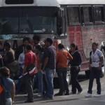 Son alrededor de 150 personas las que tomaron la caseta de peaje en la Autopista Morelia-Guadalajara