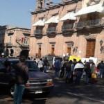 De acuerdo con los manifestantes, son alrededor de 3 mil trabajadores de la educación los afectados por el atraso en sus pagos