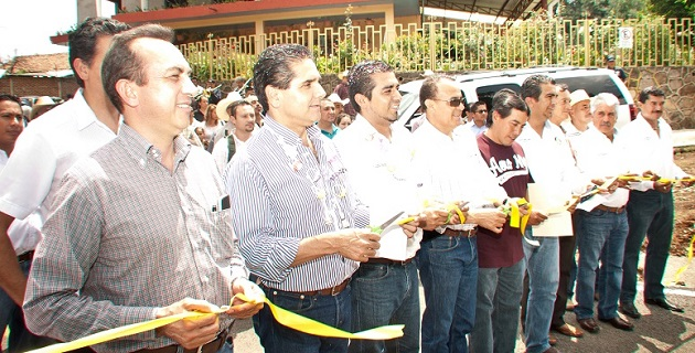 Aureoles Conejo señaló a los pobladores del municipio que cuentan con que él seguirá trabajando todo lo que sea necesario para que mediante la gestión el dinero llegue al estado, a los municipios y a las localidades de Michoacán