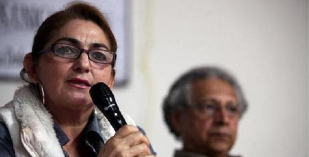 La esposa de Mireles, quien se encuentra preso desde el 27 de junio por la presunta posesión de armas y drogas, aseguró que la Fuerza Rural está trabajando bajo amenazas y sin sueldos