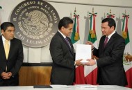 Añadió Osorio Chong que, como lo anunció al mediodía el presidente Peña Nieto, se ha decidido presentar una iniciativa de trámite preferente en uso de las facultades establecidas en el artículo 71 constitucional