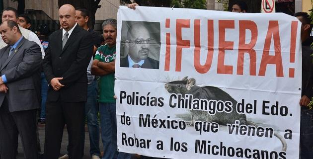 En el evento, Jara Guerrero ignoró las protestas y evitó en todo momento el contacto directo o intercambio de palabras con los manifestantes
