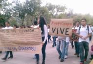 La movilización comenzó alrededor de las 19:00 horas, desde Casa de Gobierno, para posteriormente marchar por la Calzada Juárez y finalmente llegar a Palacio de Gobierno (FOTO: FRANCISCO ALBERTO SOTOMAYOR)