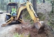 Además de esta obra, se han liberado diversos apoyos consistentes en maquinaria y equipo así como cuadrillas de personal capacitado para ejecutar labores de mantenimiento y conservación en caminos