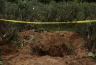 Ayer, la UPOEG informó que había encontrado nueve fosas más en la zona de Pueblo Viejo o La Parota con restos humanos, zapatos, mochilas y lapiceros