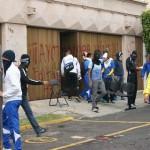 Presuntos estudiantes de escuelas normales de Michoacán causaron destrozos y daños incuantificables hasta el momento en la sede estatal de Acción Nacional