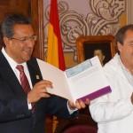 En el marco de esta reunión, el presidente municipal de Morelia, Wilfrido Lázaro Medina, recibió 550 mil pesos como parte del Programa de Empleo Temporal