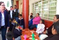 La presidenta honoraria del Sistema DIF, visitó la cuasi Parroquia del Señor de la Expiración en la tenencia de Capacho, donde le dio la bienvenida el presidente municipal, Juan Díaz Rangel