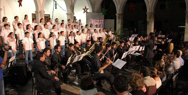 El evento de gran calidad fue disfrutado de manera gratuita por la población, gracias al patrocinio del Ayuntamiento de Uruapan