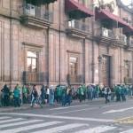 Trabajadores sindicalizados tomaron dependencias públicas en Michoacán y paralizaron las clases en diversas escuelas del nivel básico