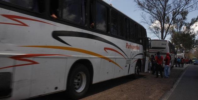Los normalistas exigen plazas automáticas y la cancelación de por lo menos 48 procesos penales contra los presuntos responsables de la quema de autobuses hace dos años