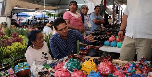 Aureoles Conejo invitó a todos los michoacanos a contribuir en la preservación y promoción de nuestra cultura, al ser nuestras raíces el reflejo de quienes somos, enfocados a cultivar y difundir nuestras artesanías