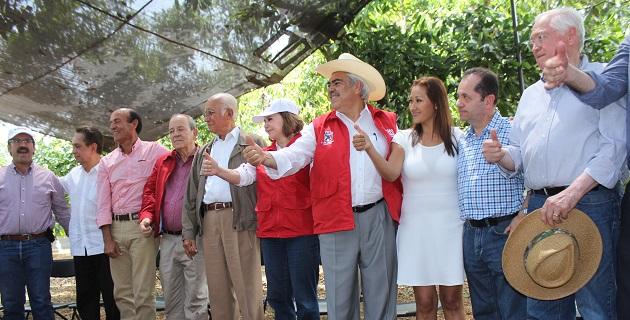 Acompañado por los ex gobernadores Víctor Manuel Tinoco, Ausencio Chávez y Genovevo Figueroa, Chon Orihuela enfatizó la posibilidad de emprender acciones efectivas para avanzar en la solución de los problemas que se han presentado