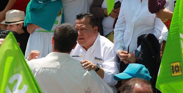 García Avilés recordó que en distintos escenarios Silvano Aureoles ha sido claro al plantear que es más conveniente para Michoacán la conformación de un gobierno compartido, pero fuerte, que un gobierno dividido y débil