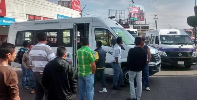 Además, se informa que otro grupo de transportistas inconformes se encuentra en la Salida a Salamanca, a la altura del Libramiento Norte, donde también pretenden detener unidades pirata