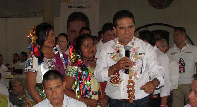 Silvano Aureoles comprometió más financiamientos a los artesanos michoacanos.