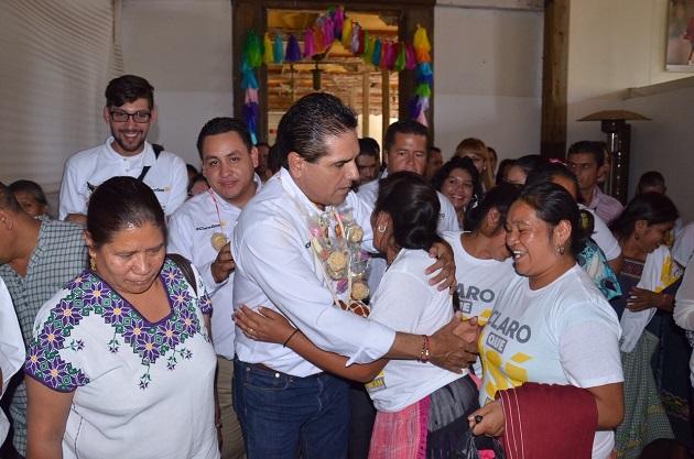 El candidato al gobierno de Michoacán, conoció los problemas y demandas de los artesanos michoacanos.