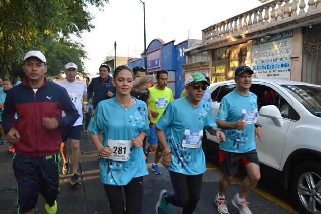 Porque es cuestión de humanidad, Daniela de los Santos, candidata a la Diputación Federal, se unió a la causa y participó en la 1a Carrera Atlética organizada por la Fundación Hogar Emaús.