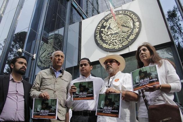 En la ciudad de México, el abanderado del partido naranja a la gubernatura de Michoacán, Manuel Antúnez, aseguró que la PGR se ha convertido en el abogado del Diablo