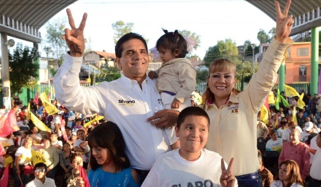 Lupita Herrera, candidata a diputada federal, y Silvano Aureoles Conejo.