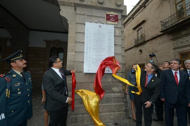 A la ceremonia en la cual se rindieron honores al lábaro patrio a cargo de la Banda de Guerra del 12º. Batallón de Infantería también se dieron cita funcionarios estatales
