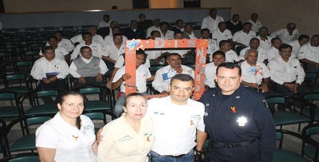 Promueven la prevención de la violencia de género entre trabajadores del volante en Uruapan.