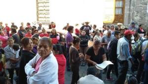 Arriban antorchistas a Palacio Municipal; cierran calle Allende
