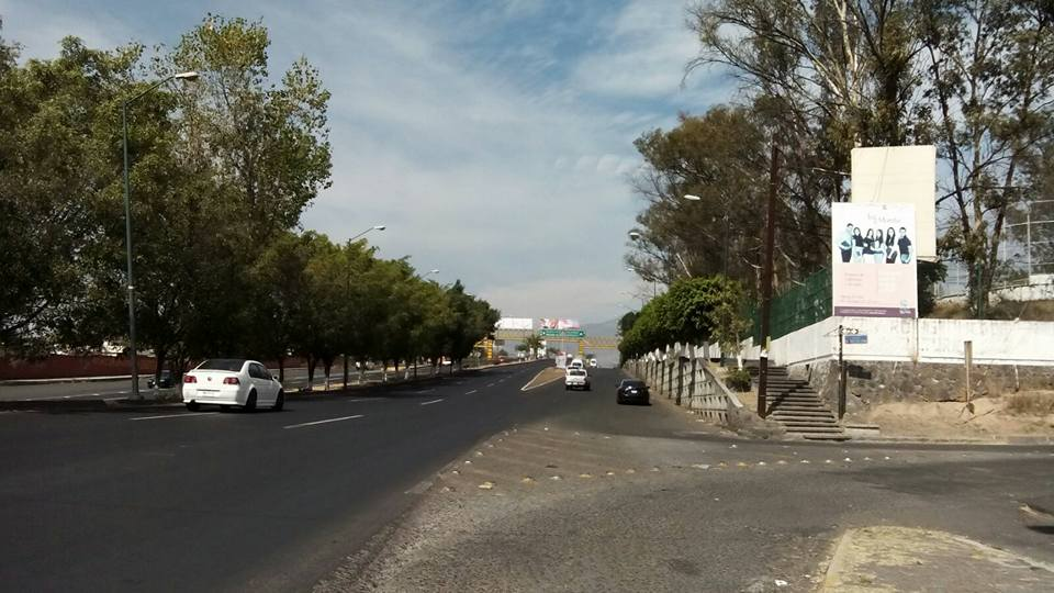El tránsito vehicular está sumamente fluido, pues el tramo entre la Salida a Salamanca y la Salida a Quiroga se puede recorrer en aproximadamente 5 minutos (FOTO: MARIO REBO)