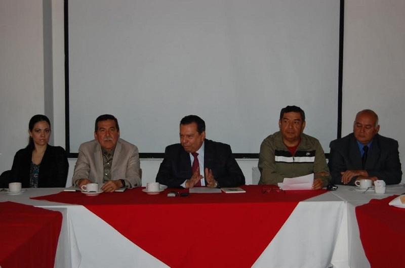 El próximo día 28, fecha del 26 aniversario luctuoso de don Carlos Gálvez Betancourt, sólo se depositará una ofrenda floral  y se realizará una guardia de honor ante el busto erigido en su memoria en la explanada del Instituto Mexicano del Seguro Social