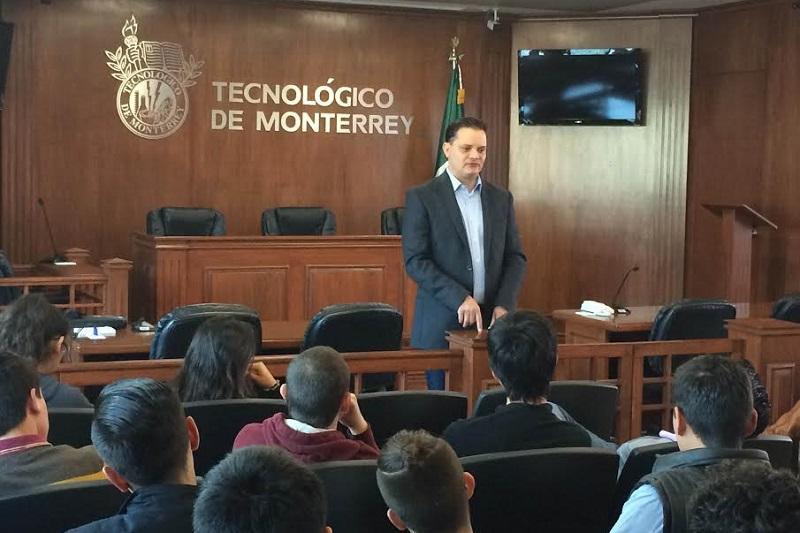 Gómez Trujillo participó en una charla con estudiantes de preparatoria de cuarto semestre del Tecnológico de Monterrey