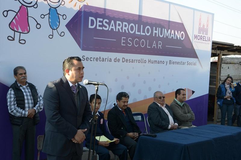 El director de  Desarrollo Humano de Morelia, Israel Tena Gutiérrez informó que después de las causas socioeconómicas, el acoso escolar es un motivo de deserción de los centros educativos