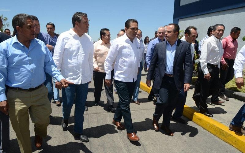El mandatario michoacano reconoció la disposición y solidaridad del Gobernador de Guanajuato para trabajar conjuntamente en acciones que generen bienestar a la población de ambas entidades