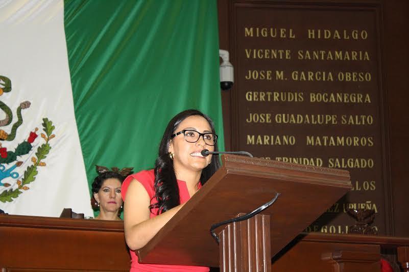 Mary Carmen Bernal explicó que los desfalcos, actos de corrupción que realizan los funcionarios públicos, son tan notorios que los ciudadanos se quedan con un sentimiento de indignación y desconfianza debido al descaro