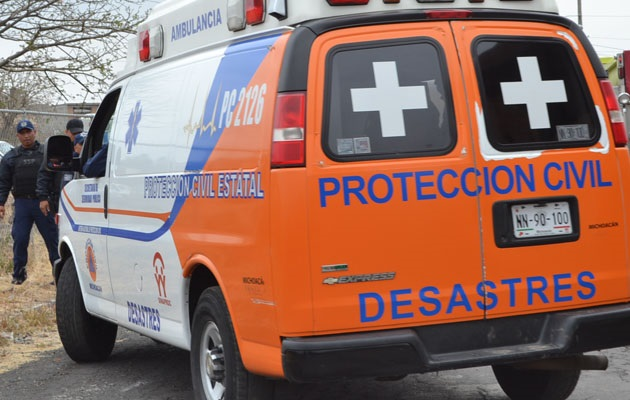 Al lugar se movilizaron elementos de diversas corporaciones de seguridad y auxilio, quienes confirmaron el choque entre un tráiler rojo con caja blanca y un autobús de pasajeros color blanco, lo cuales acabaron fuera de la carretera