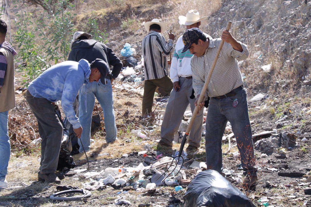 Tras realizar el arranque oficial de la campaña, el Secretario de Servicios Públicos, encabezó un recorrido por diferentes espacios habilitados como tiraderos clandestinos que se encuentran en la carretera Morelia-Atécuaro