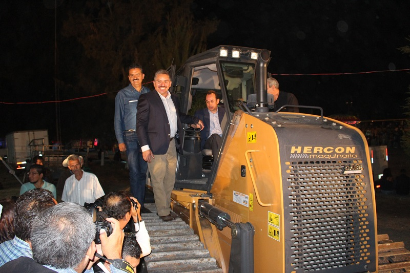 Durante la entrega, el titular de la SEMARNACC estuvo acompañado del secretario de Desarrollo Económico, Antonio Soto, quien acudió en representación del gobernador, Silvano Aureoles