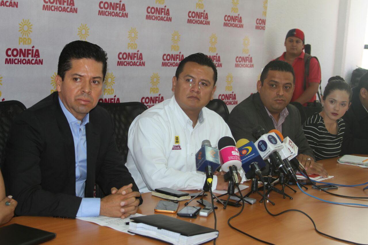 Esto luego de que el pasado jueves los diputados locales del PRD, PAN, PRI y el resto de los partidos reprobaron por unanimidad la Cuenta Pública 2014