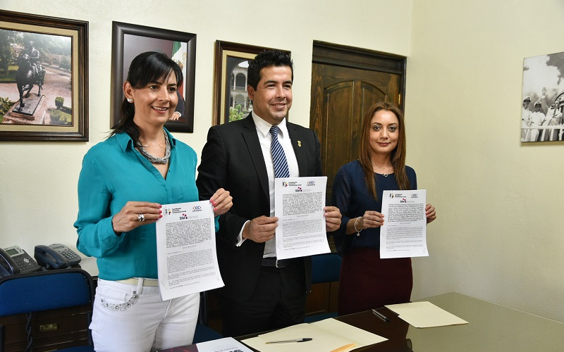 La titular de Comunicación Social, Julieta López, explicó que la instrucción del gobernador Silvano Aureoles es coadyuvar con los ayuntamientos en la difusión de su potencial en los diferentes rubros