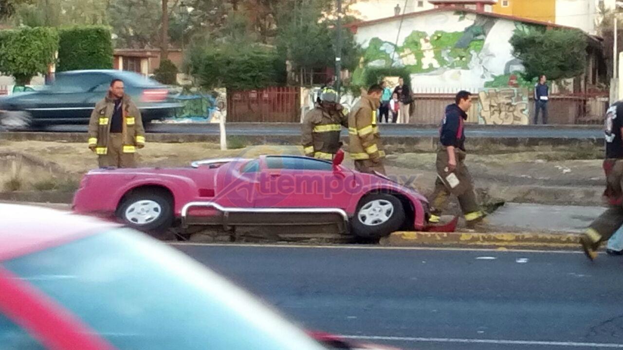 Al lugar acudieron elementos de la Coordinación de Protección Civil y Bomberos Municipales de Morelia, así como de la Policía Militar (FOTO: MARIO REBO)