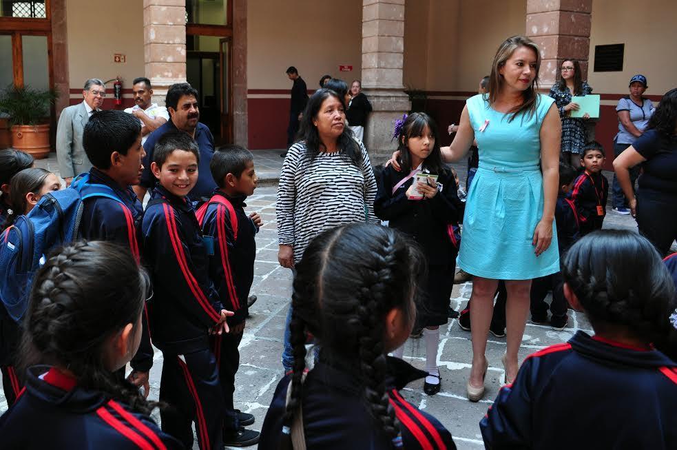 Los temas que deberán tratar los menores en sus cuentos son: Los derechos de los niños y la igualdad entre niños y niñas, además de que no deberá tener una extensión menor a dos cuartillas ni mayor a cinco