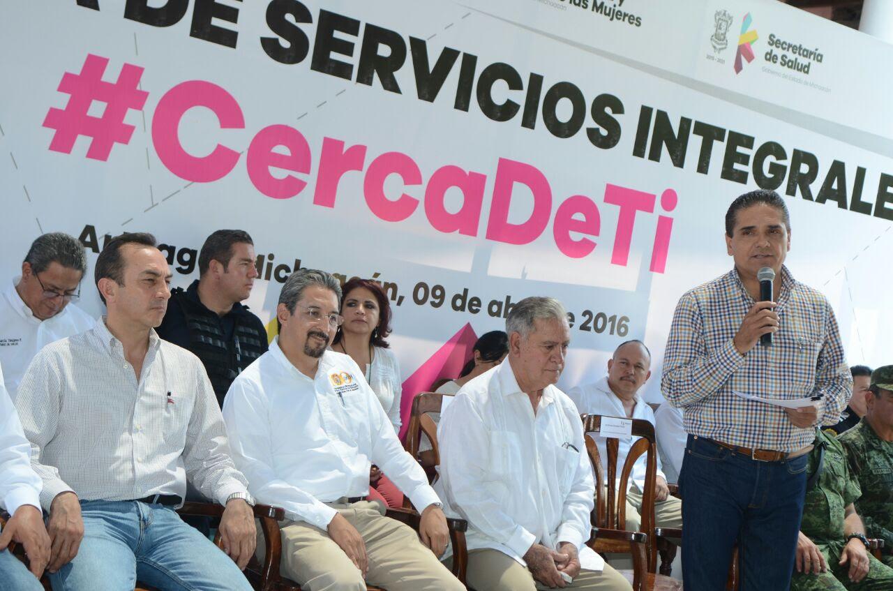 Acompañado del Grupo de Coordinación Michoacán, el mandatario estatal hizo entrega de una patrulla al Ayuntamiento de Arteaga