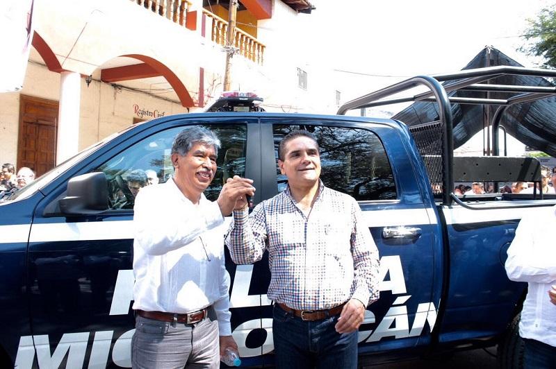 Silvano Aureoles hizo referencia a otro de los ejes prioritarios de su gestión: la salud, al mencionar que por primera vez en muchos años, el estado cuenta con recurso para la atención a este vital servicio